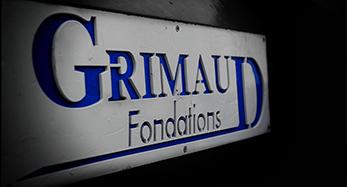 Plaque illustrant le logo Grimaud